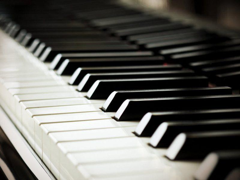 Kết quả hình ảnh cho phím đàn piano cơ và piano điện